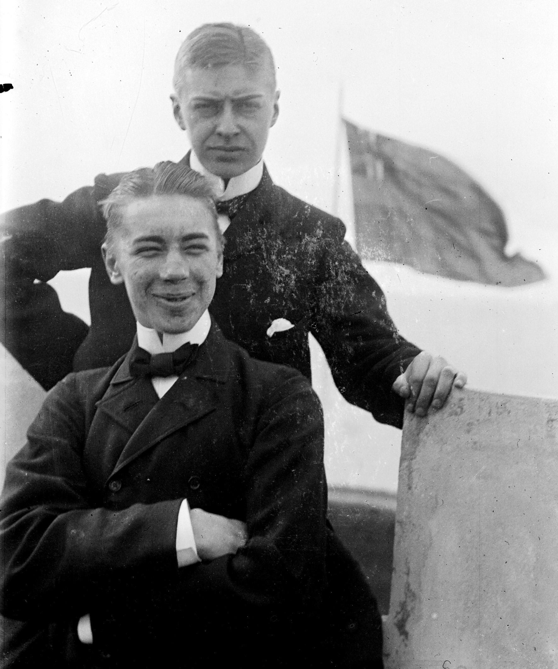 Anders Österling och Per Flensburg på villa Vegga i Limhamn 1901.