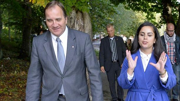 S-ledaren Stefan Löfven och ordföranden för S-studenter, Talla Alkurdi, har olika åsikter om det fria skolvalet. Foto: Anders Wiklund/TT.